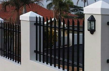 Exterior Wall Fences With Palisades House Ideas