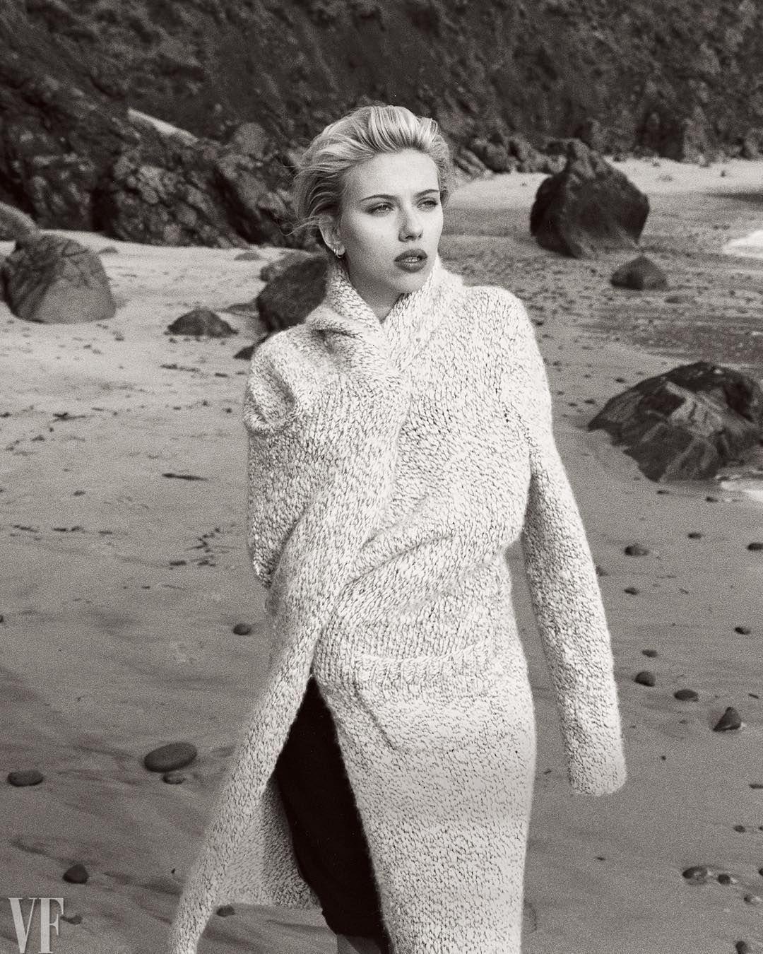to wear - Johansson scarlett vanity fair march video