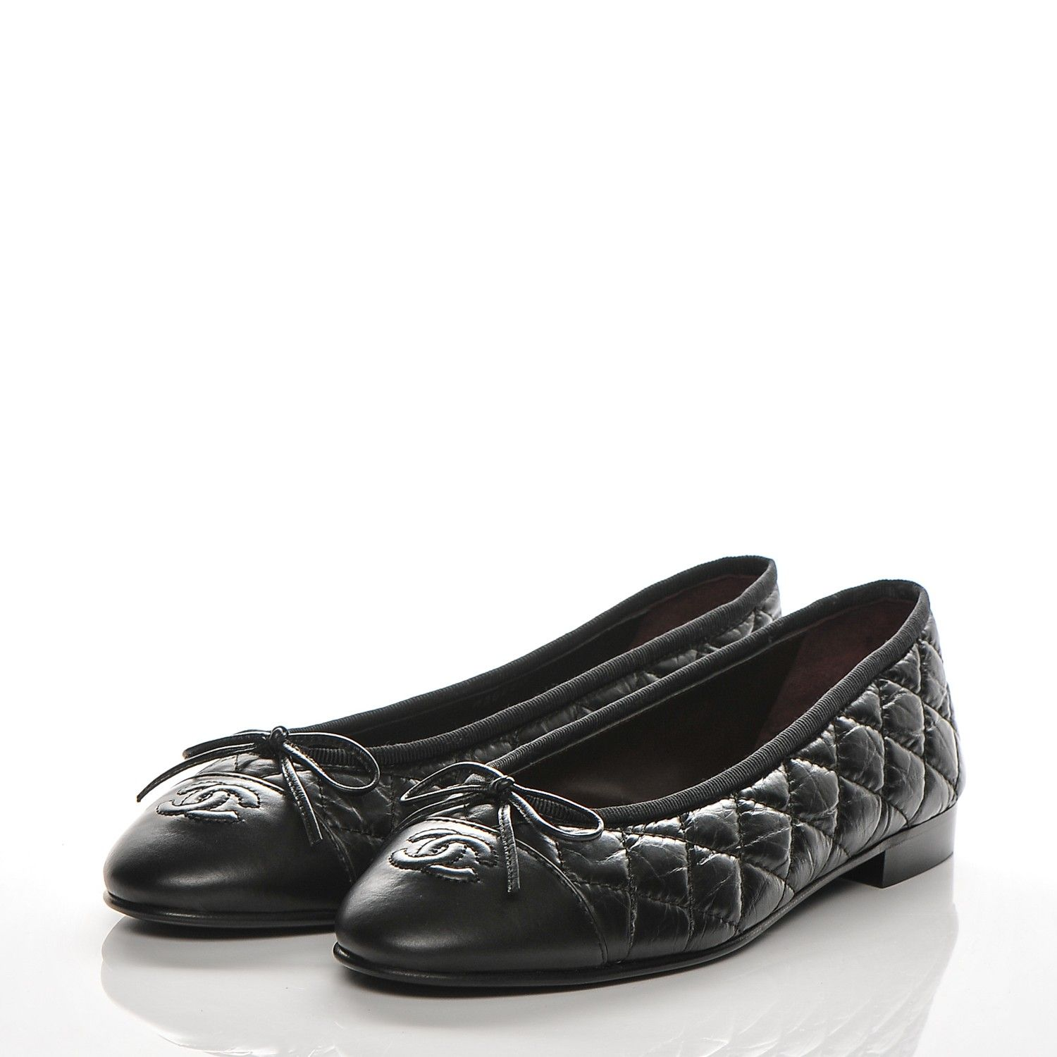 04ac5cef9f4a This is an authentic pair of CHANEL Aged Calfskin Quilted CC Cap Toe  Ballerina Flats 37.5