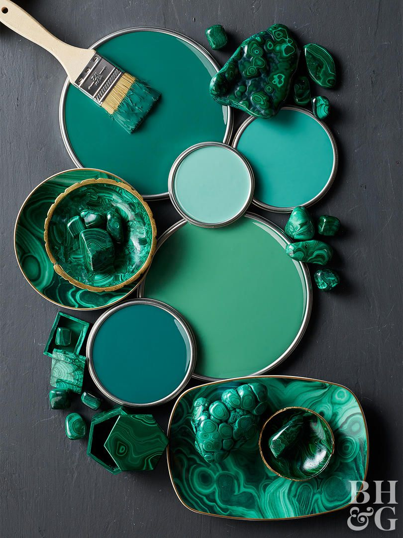There are a lot of great ways todecorate with jewel tones, but we think they look best when paired with other dark, saturated colors. Take jade green, for example. Whether it's marbleized or painted as a solid color, it looks great with charcoal gray and black accents.