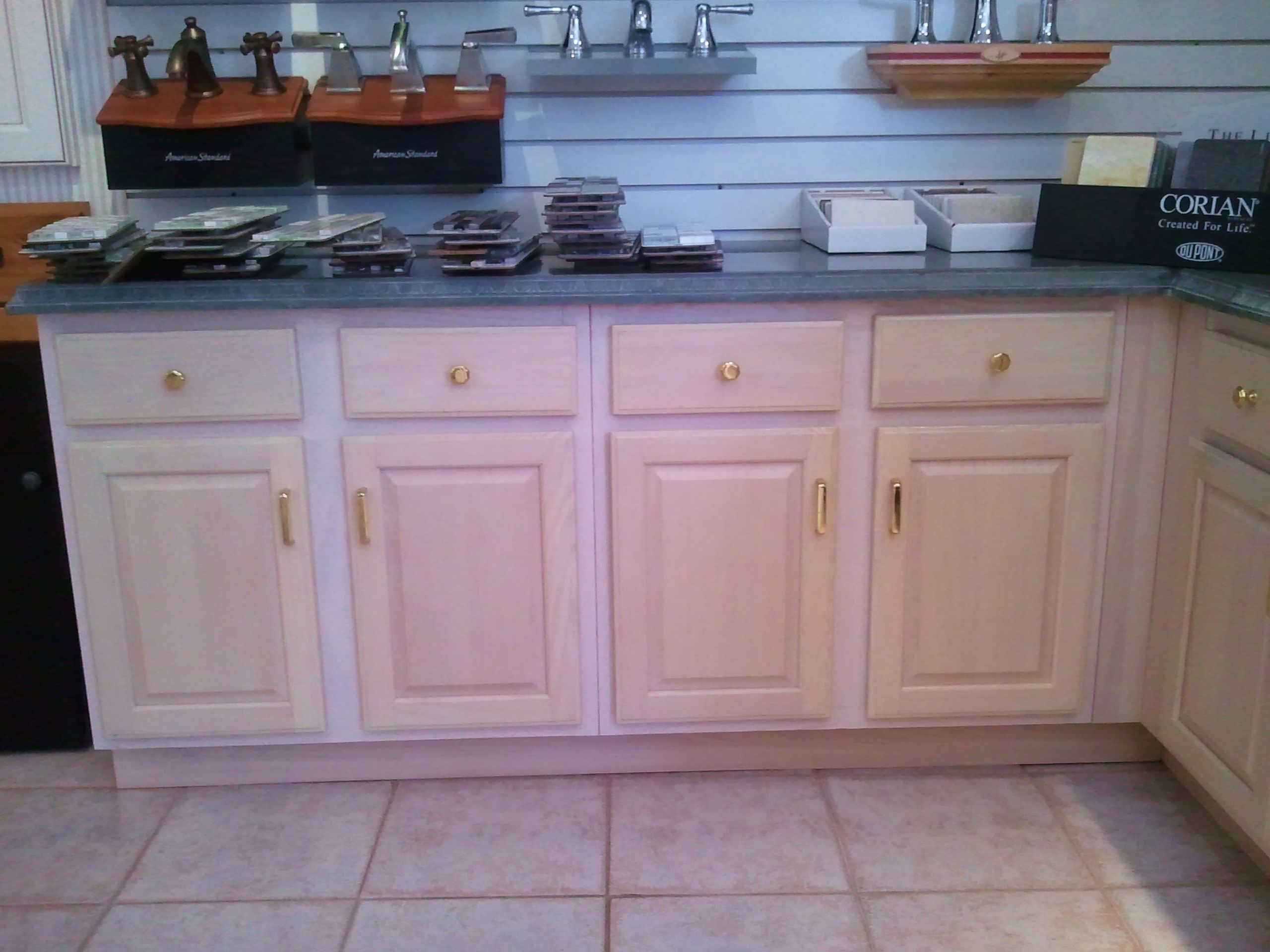 A Local Kitchen And Bath Showroom Had A Pickled Oak Cabinet Display That Needed An Update Kitchen And Bath Showroom Kitchen Remodel Kitchen
