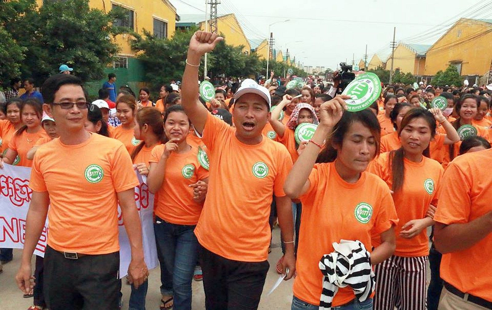 """Top News: """"CAMBODIA: Ath Thorn Demands Decent Wages For Workers"""" - http://www.politicoscope.com/wp-content/uploads/2015/10/Cambodia-Headline-News-Cambodia-wage-protests-C.CAWDU-leader-Ath-Thorn-leads-workers-1600x1008.jpg - """"The campaign calls on government, employers and buyers to provide decent wages to workers and to mark the World Day for Decent Work,"""" he told reporters.  on Politicoscope - http://www.politicoscope.com/cambodia-ath-thorn-demands-decent-wages-for-workers/."""