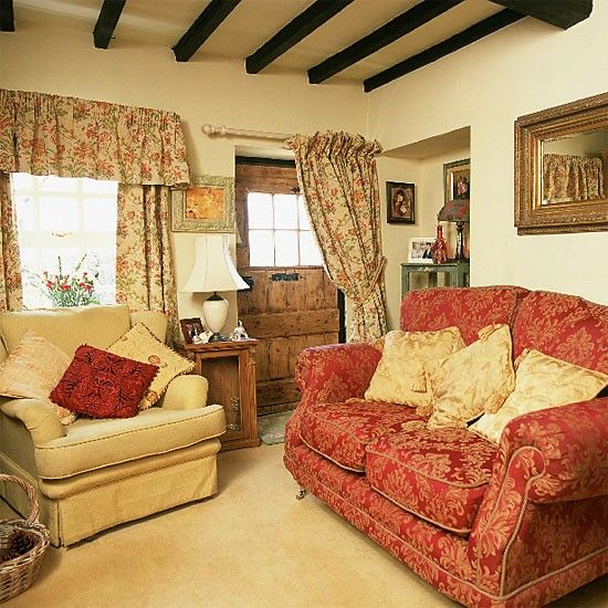 Traditional cottage living room | Living room furniture | Decorating ...