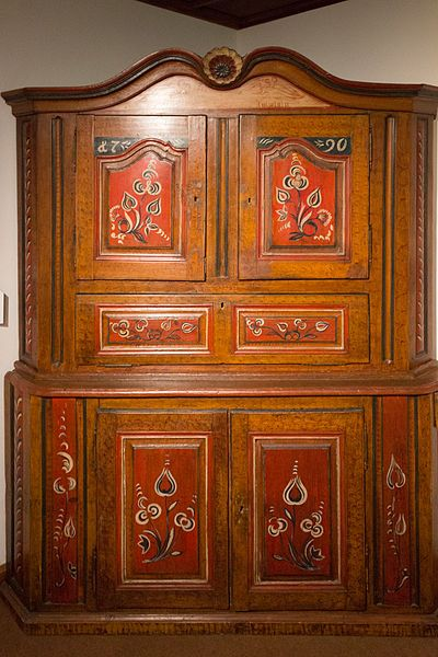 mus e alsacien armoire polychrome antique furnishings pinterest alsace strasbourg and. Black Bedroom Furniture Sets. Home Design Ideas