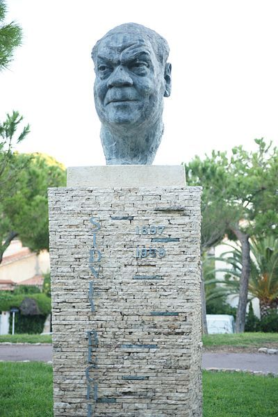 Bust in Juan-les-Pins, France of Sidney Bechet  an American jazz saxophonist, clarinetist, and composer. He was one of the first important soloists in jazz (beating cornetist and trumpeter Louis Armstrong to the recording studio by several months[1] and later playing duets with Armstrong), Forceful delivery, well-constructed improvisations, and distinctive, wide vibrato characterized Bechet's playing.