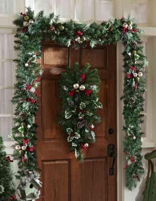 Décoration de Noël extérieure- idées porte du0027entrée et jardin