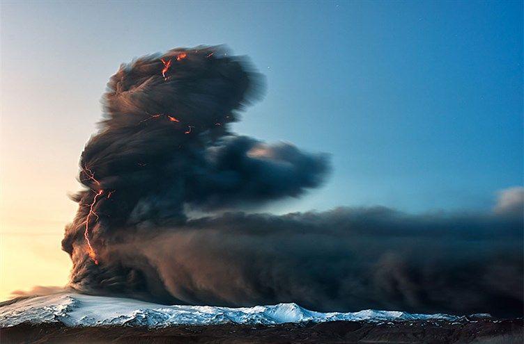 صور مناظر طبيعية رائعة من جزيرة آيسلندا ستجعلك تسافر إليها - صورة البرق
