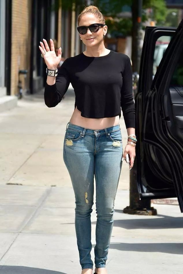 J.Lo wearing those jeans | Fashion, Casual outfits, Clothes