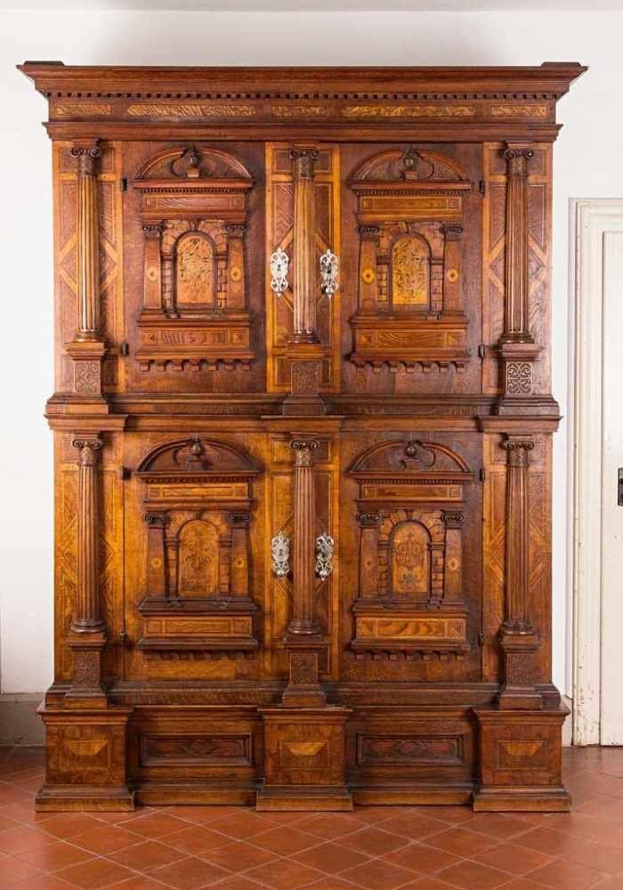 Doppelgeschossiger Fassadenschrank Architektonisch Gegliederte Mehrfach Vor Und Zuruckspringen Baroque Furniture Wood Carving Furniture Beautiful Furniture