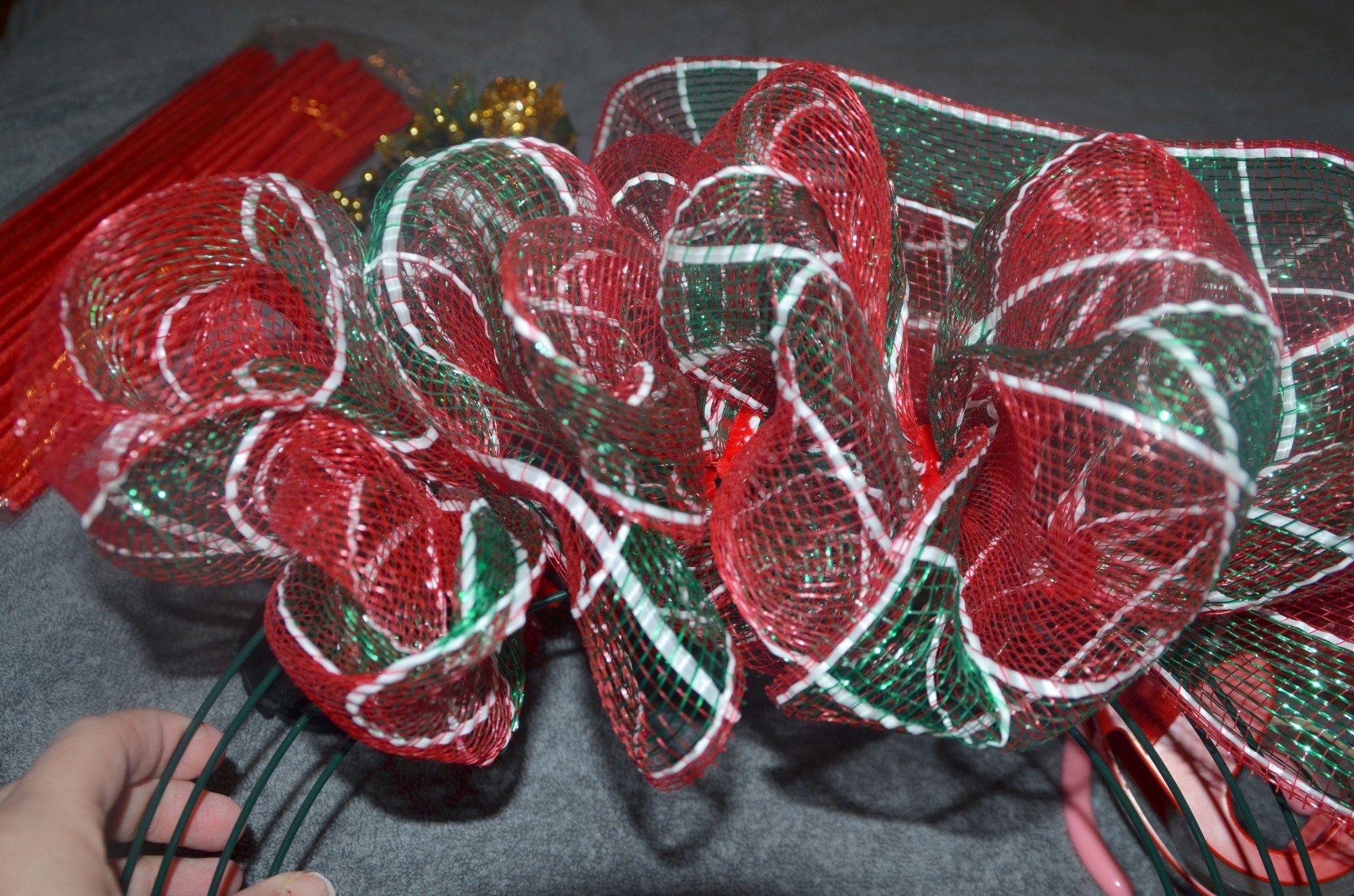 Deco Mesh Christmas Wreath Tutorial #decomeshwreaths