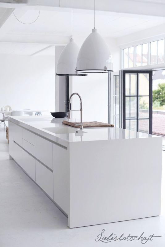 White Modern Kitchen keukeninspiratie | witte strakke keuken | interieurinspiratie