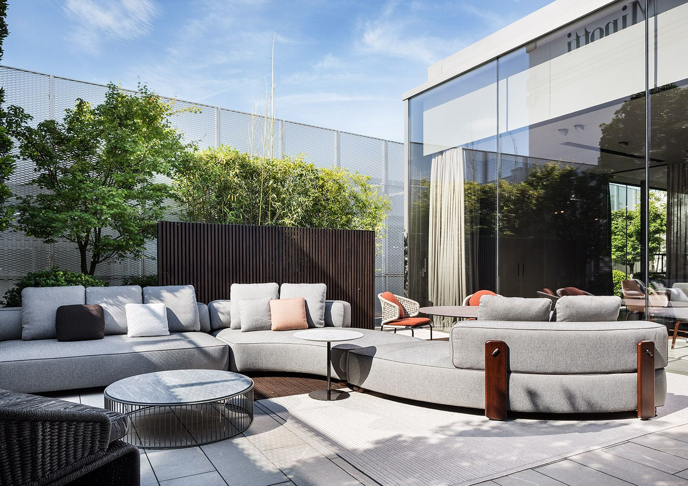 Minotti outdoor collection florida outdoor seating system caulfield outdoor coffee table rodolfo dordoni design