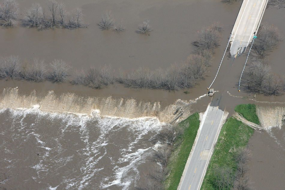 Here S A Look At The Flood Conditions In Central Illinois Wednesday Including A Flyover Of Beardstown Dickson