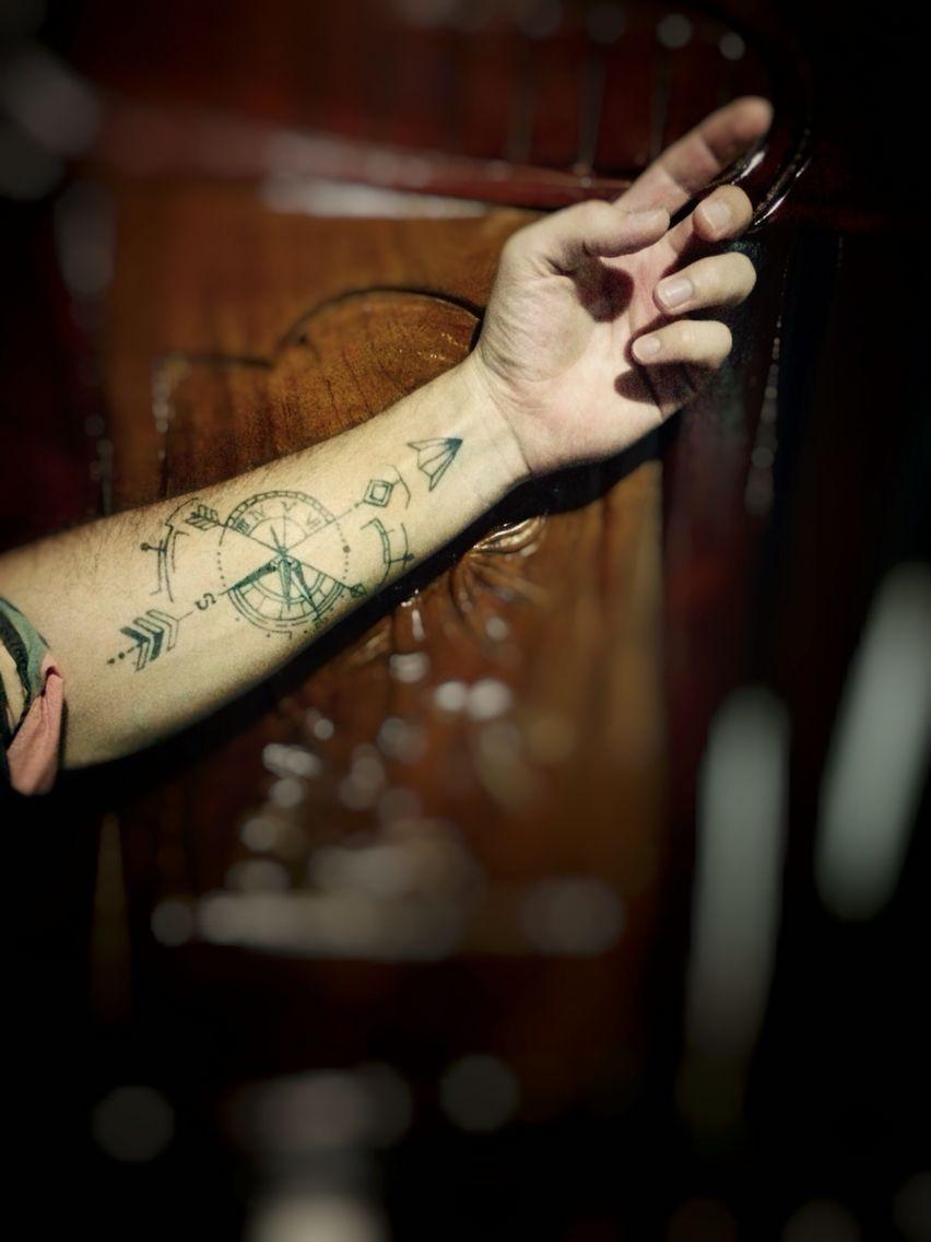 Tatouage Homme Avant Bras Rose Des Vents Horloge Fleche Tatouage