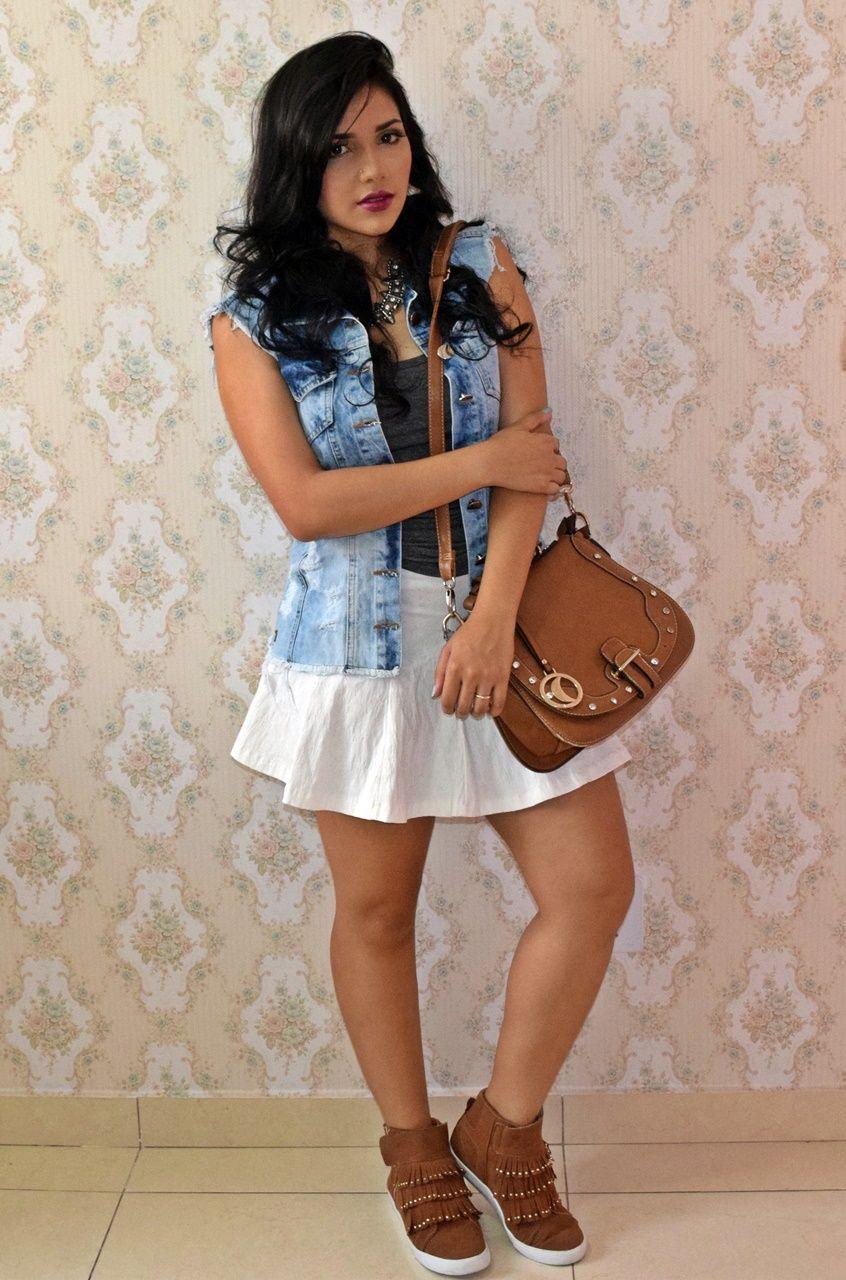 Diário da Moda  Repetindo a peça  Saia trompeteSaia trompete + colete jeans  + look com tenis da38012fc7230