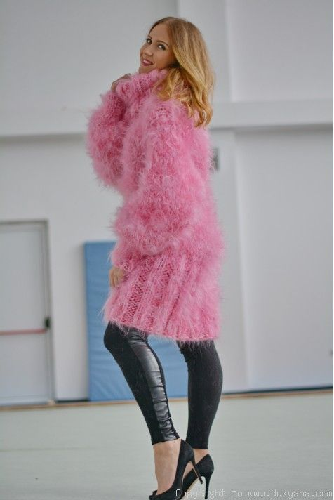 455d4461b107 Chunky and silky huge Tneck mohair sweater in pink H15 in 2019 ...