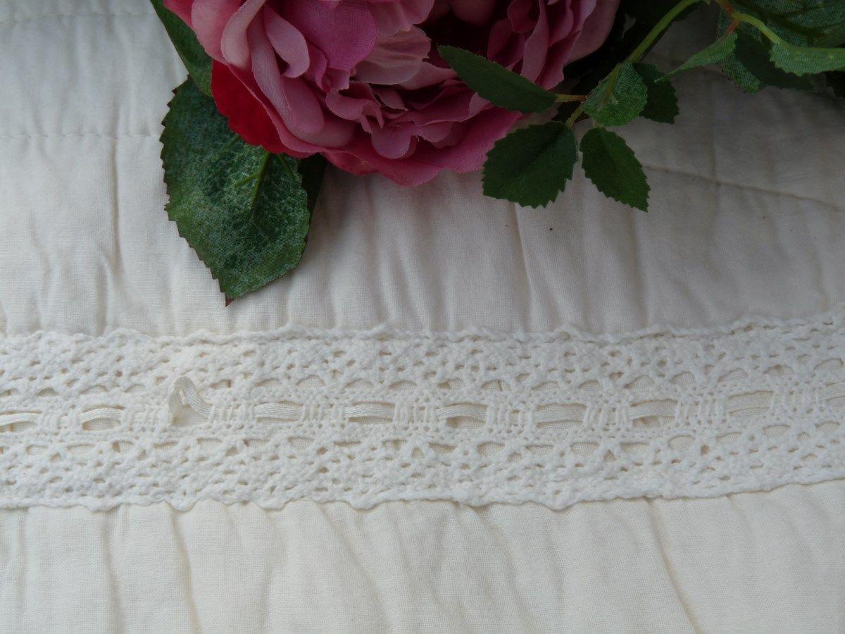 couvre lit boutis roses brod magnifique boutis 100 coton. Black Bedroom Furniture Sets. Home Design Ideas
