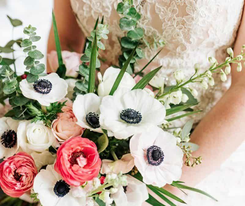 Save Dont Splurge Anemone Ranunculus Rose Bouquet Ranunculus Bouquet Ranunculus Flowers Ranunculus Wedding