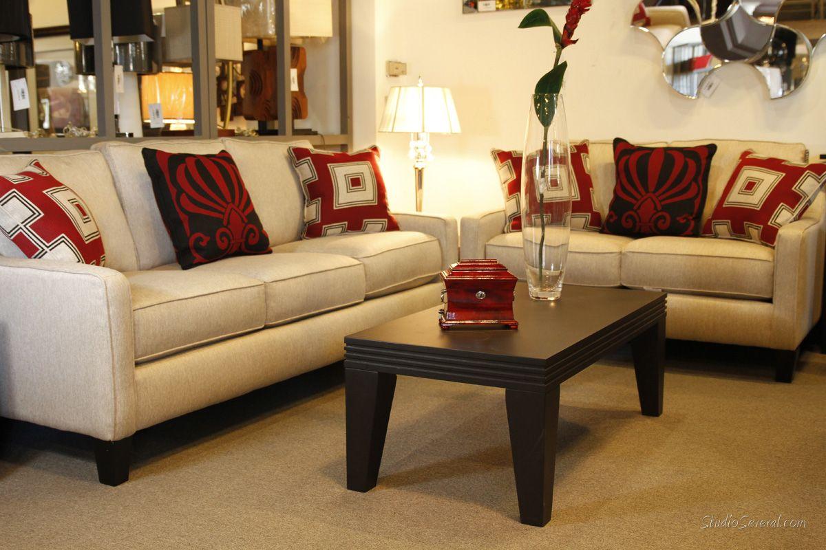 Sof de 2 y 3 plazas con cojines decorativos juegos de sala pinterest Cojines decorativos para sofas