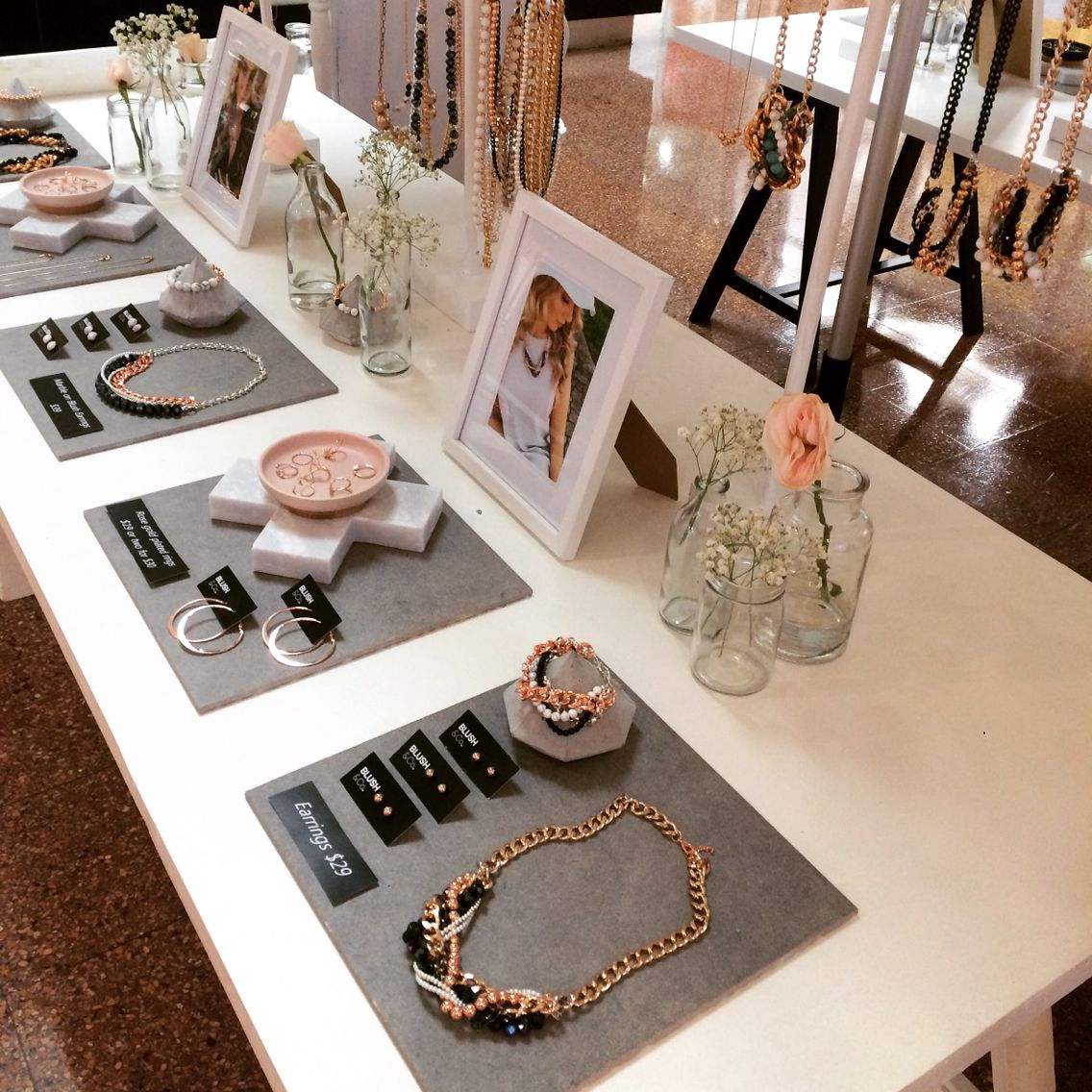 Visual merchandising Pop up space   Jewelry shop display, Jewellery  display, Jewelry booth