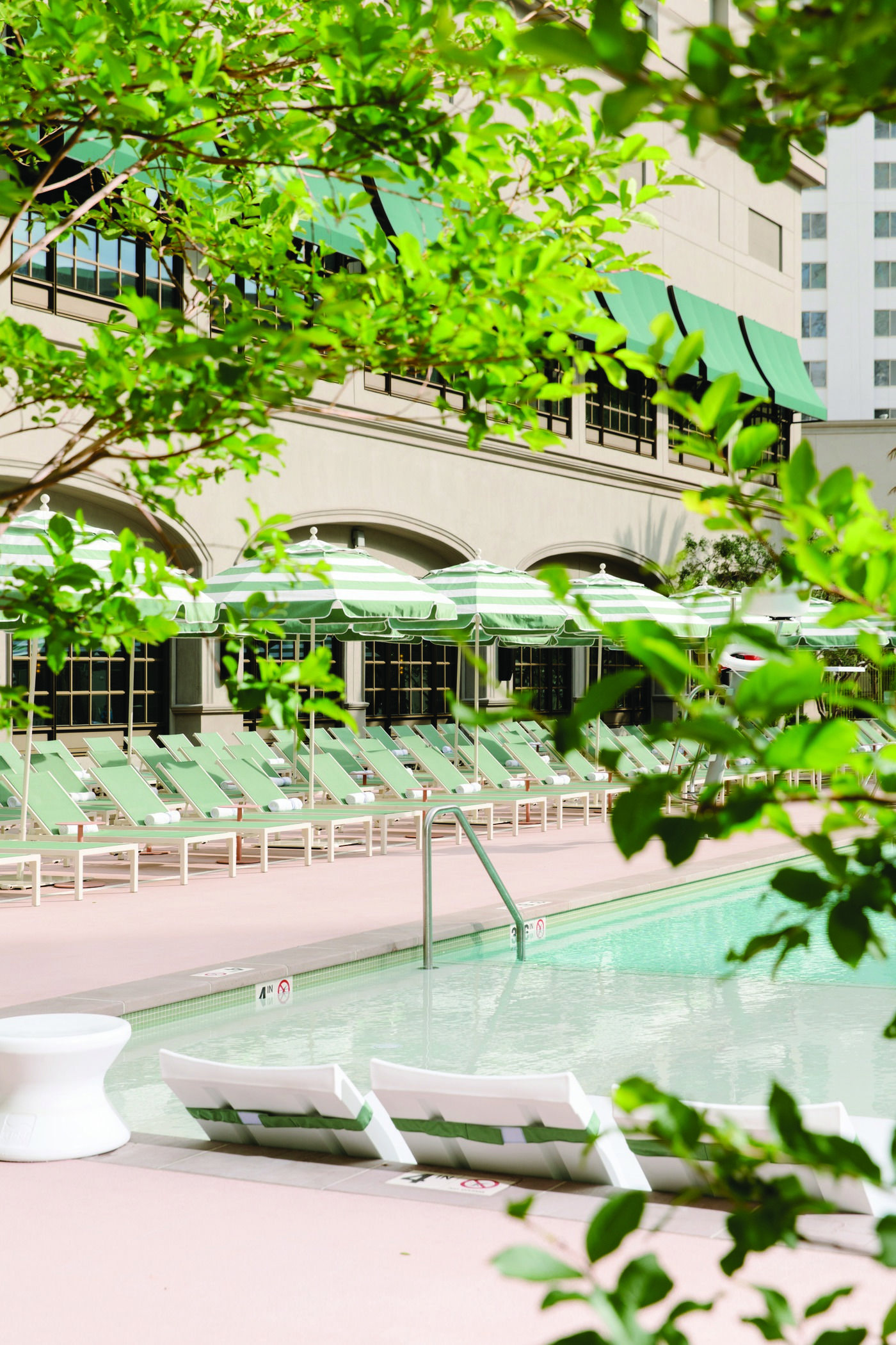 The Chicest Pool In Las Vegas Park Mgm Las Vegas Pool Las Vegas Pool Pool Cabana Mgm Las Vegas
