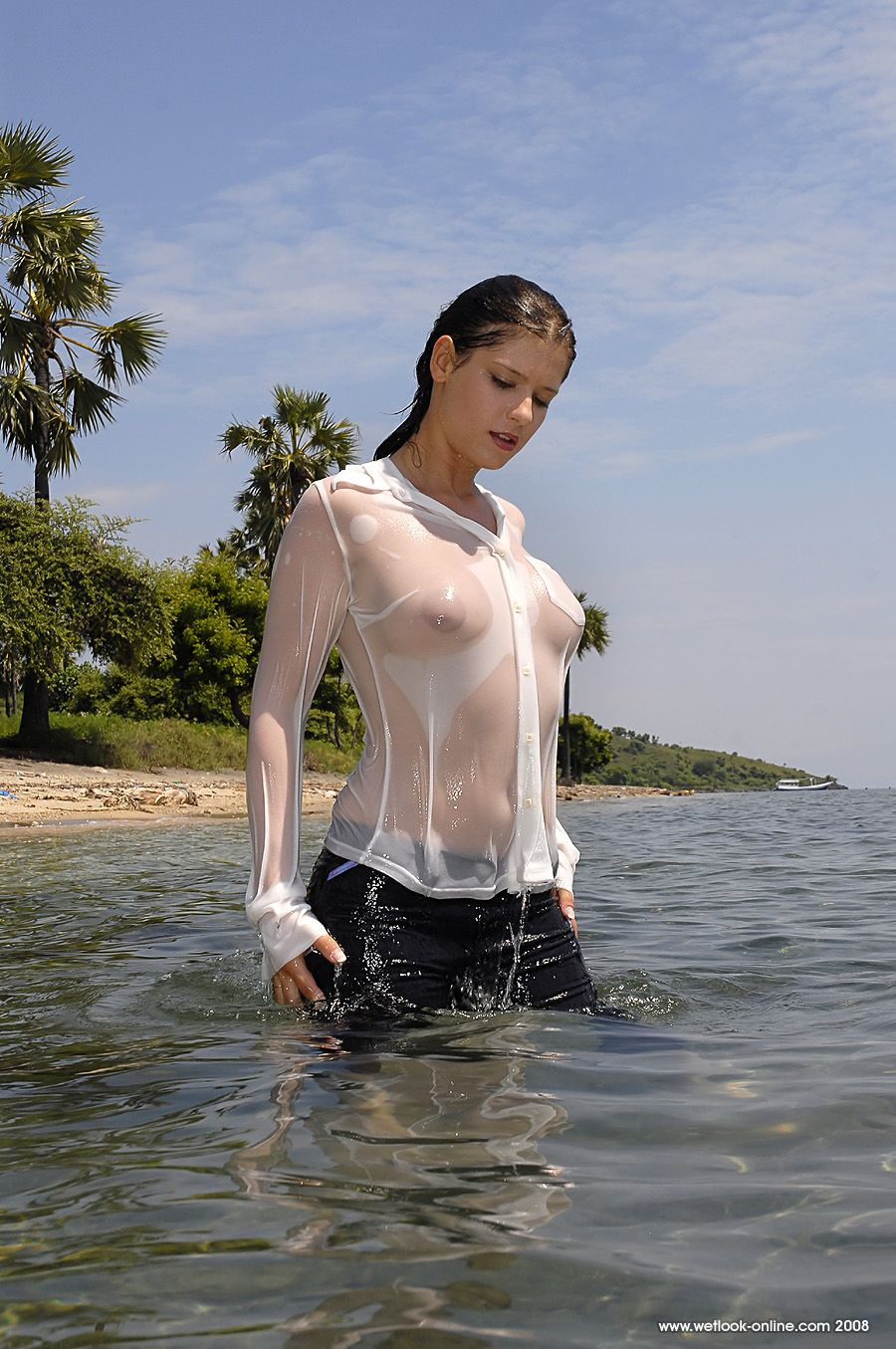 pictures-girls-wet-see-through