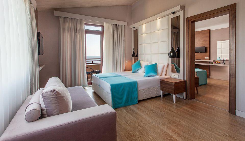 Family Room Vs Living Room Inspirational Definition Of Adjoining Hotel Rooms Pintu Interior Desain Interior Interior