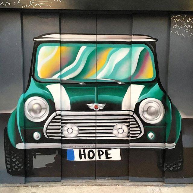 Comparte tus momentos #ruzafagente con nosotros. @mentxucj  Arrancamos!! Buen fin de semana a Tutti!! ✨ #ruzafagente #ruzafa #russafa #valenciaspain #streetart #vintagemini #garagedoor #minicooper