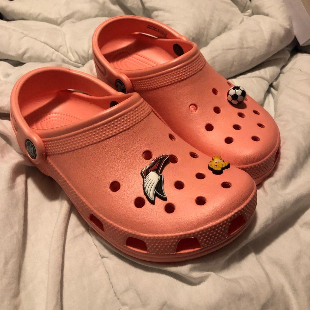 crocs peach