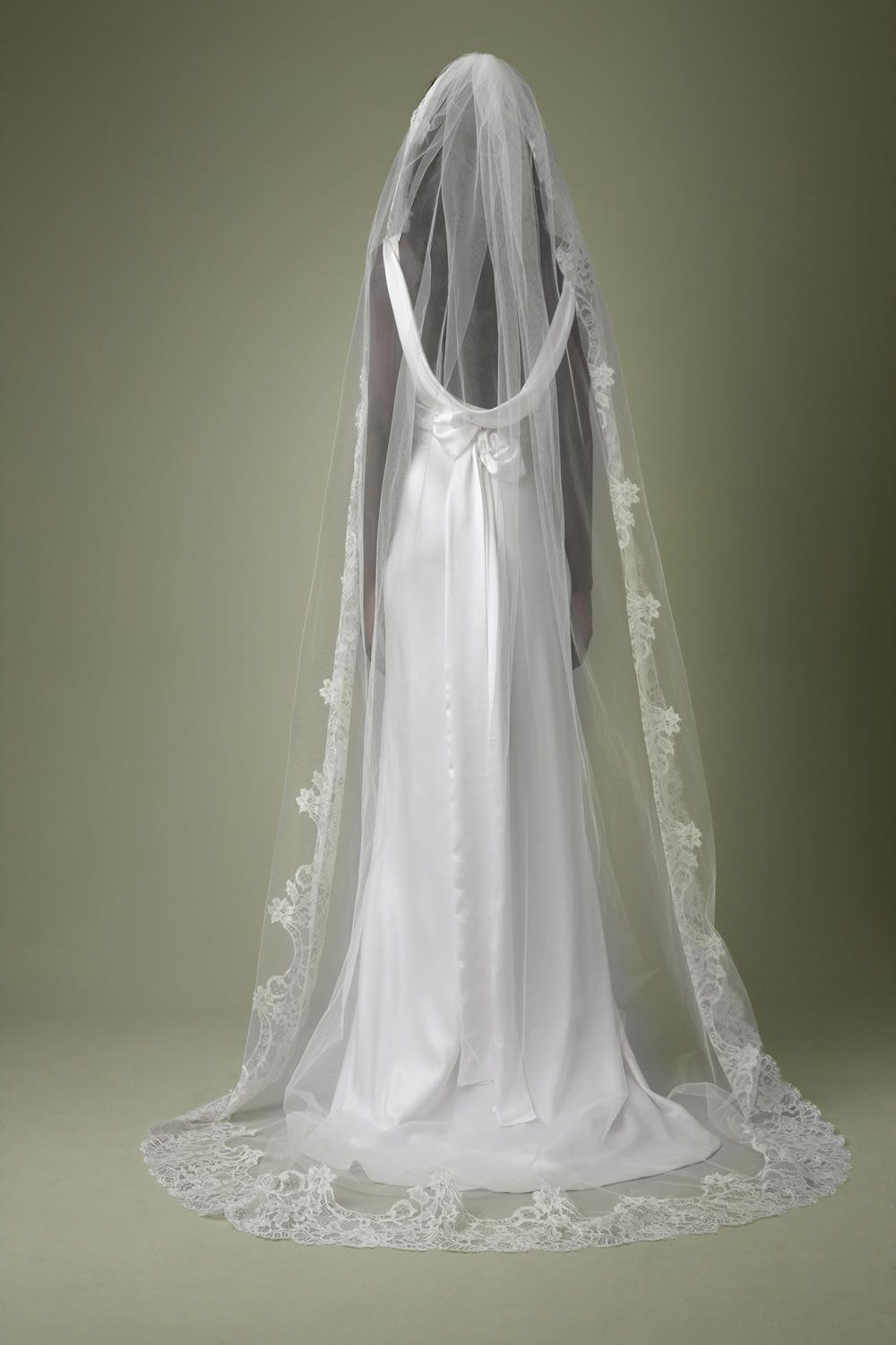 Full length lace veil forms a little train perfect for for Long veil wedding dresses