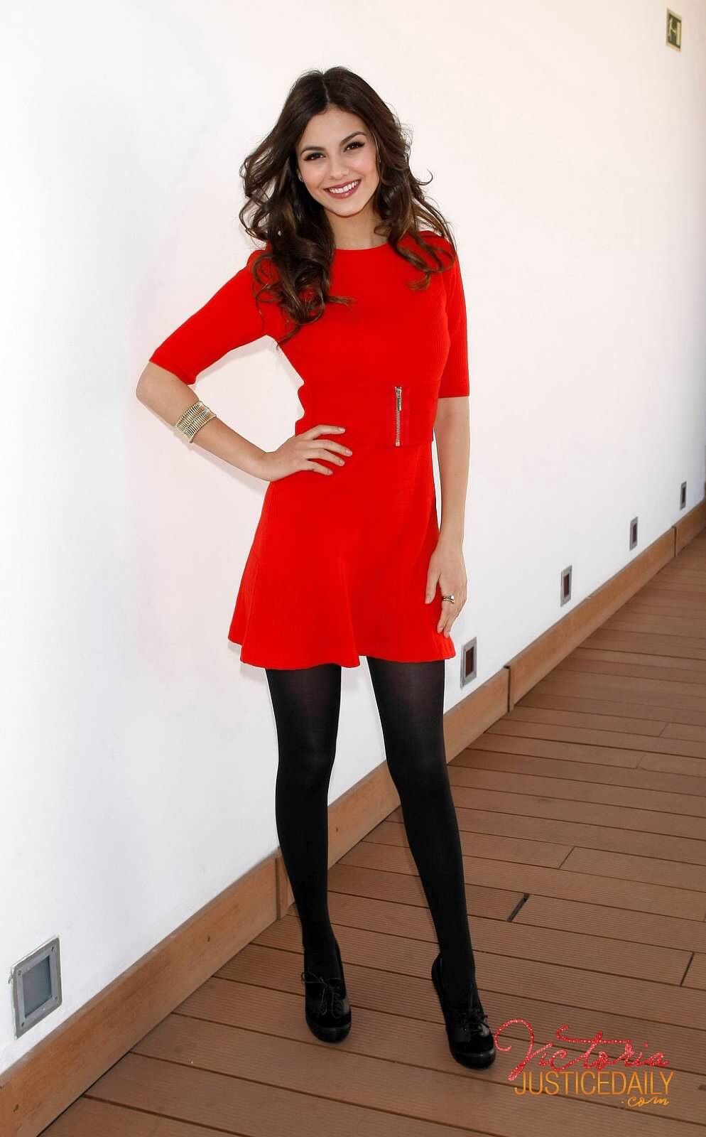 Iphone And Ipad Photo App Mobile Photo Sharing Applications Share Iphone Photos Red Dress Black Tights Fashion Women [ 1600 x 994 Pixel ]