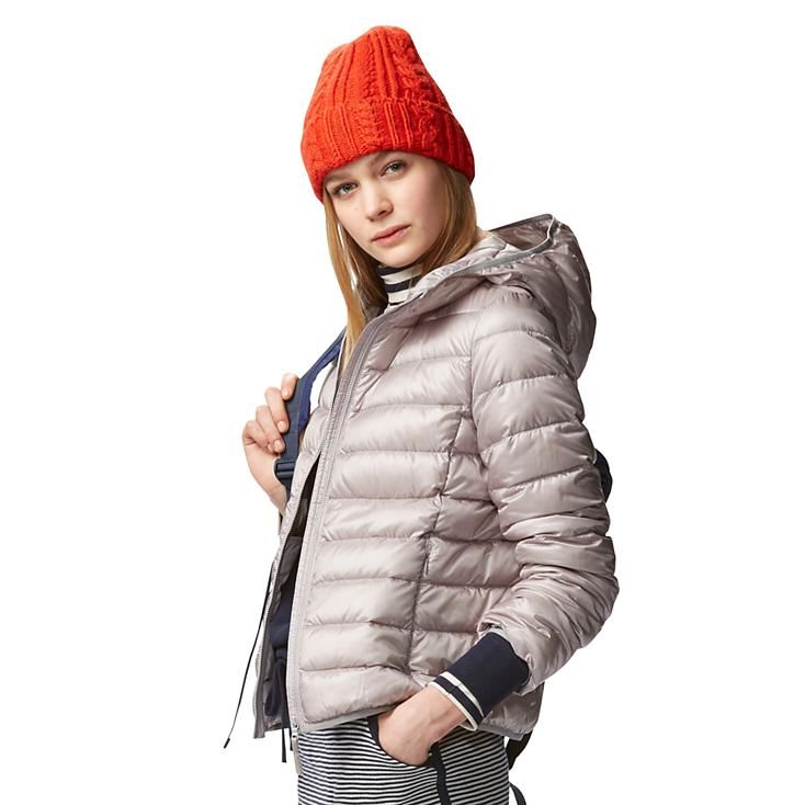 uniqlo WOMEN ULTRA LIGHT DOWN HOODED JACKET Great for travel because it  compresses to take up