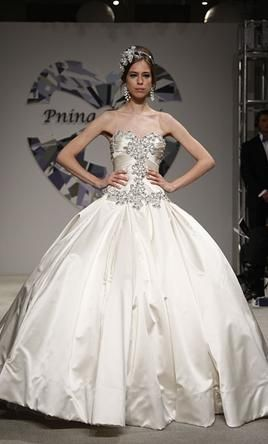 Used Pnina Tornai Wedding Dress 4019 Size 6 Get A Designer Gown For Much Less On Preownedweddingdresses