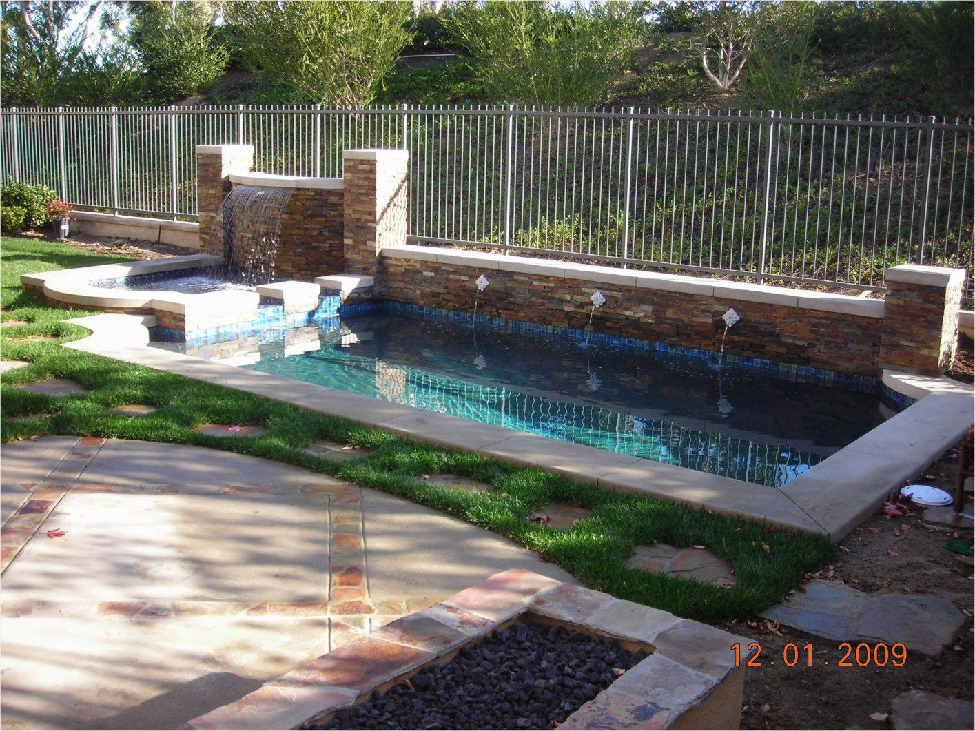 Amazing Ideas For Small Yards Pool That Will Amaze You Viraldecoration Pools For Small Yards Swimming Pool Landscaping Swimming Pool Designs