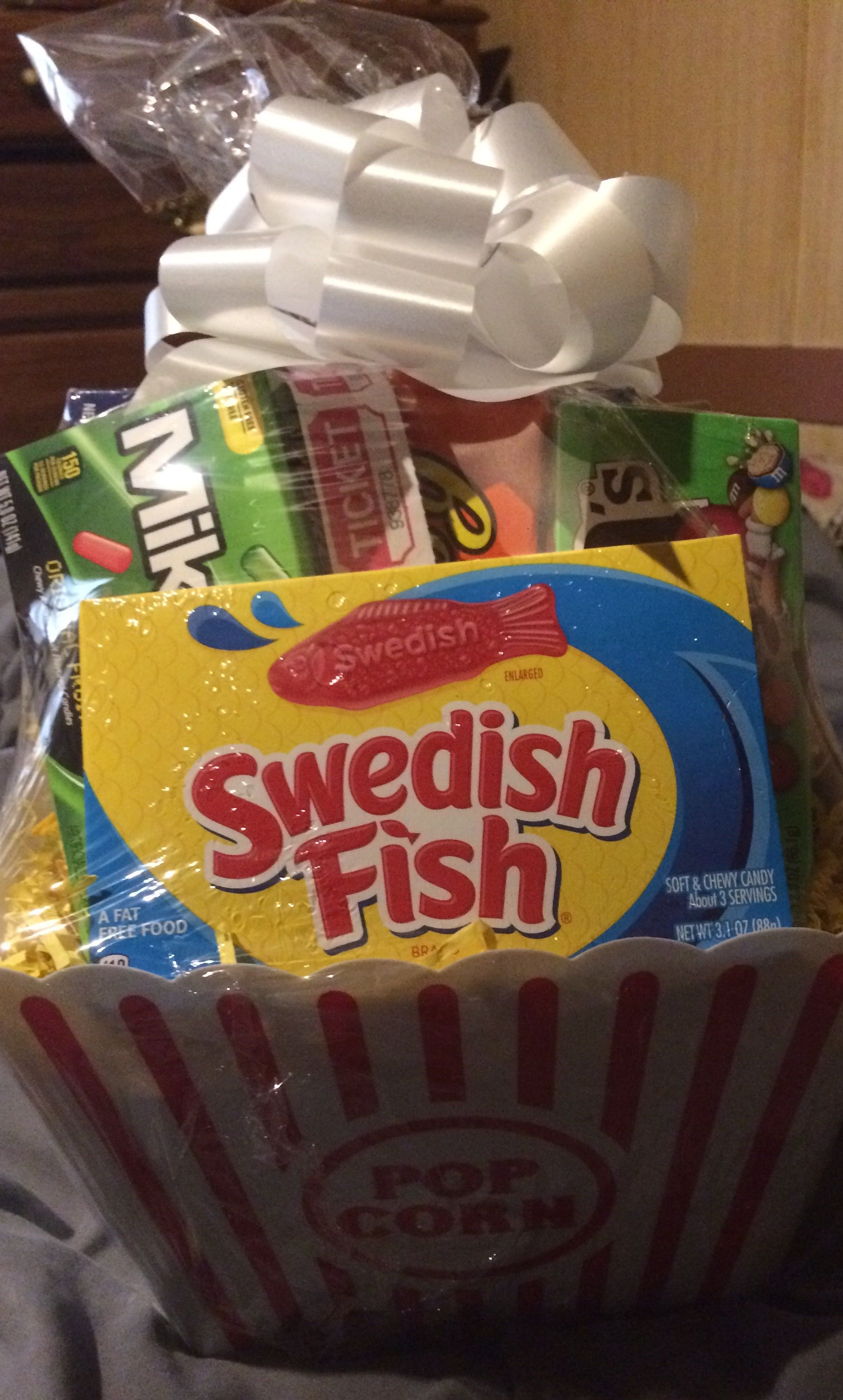 Shrink Wrap Bags with Pull Bows Dollar tree gifts, Movie
