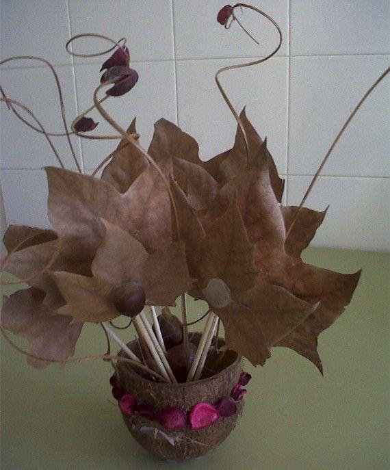 centro de mesa con castaas hojas y flores secas http