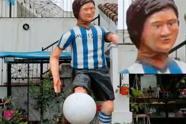 La escultura se sumó al clamor popular para que siga en la selección; está ubicada en una ciudad de Tucumán y generó repercusiones por su aspecto