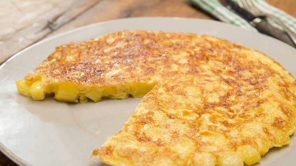 Spanien Weihnachtsessen.Traditionelle Spanische Tortilla Cibo Finger Foods Pizza Und