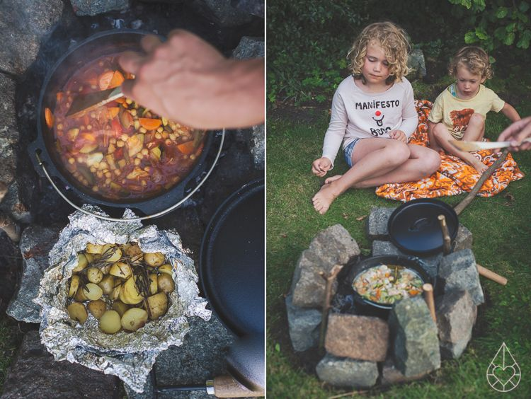 Cooking on a campfire, by Zilverblauw.nl