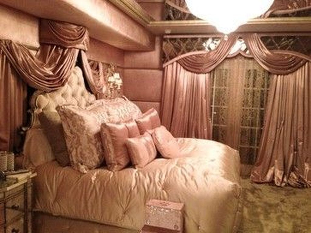 20+ Top Old Hollywood Glamour Bedroom Interior Design ...