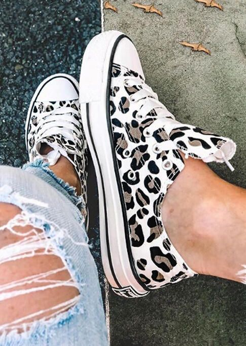 Leopard Printed Lace Up Sneakers in 2020 | Modestil, Schuhe