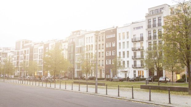 How Long Does it Take to Find an Apartment? Take into consideration the following things when starting your apartment search. Lead time, the online search, the in person search, and the approval process. It can take anywhere from 1 to 3 months, so plan ahead.