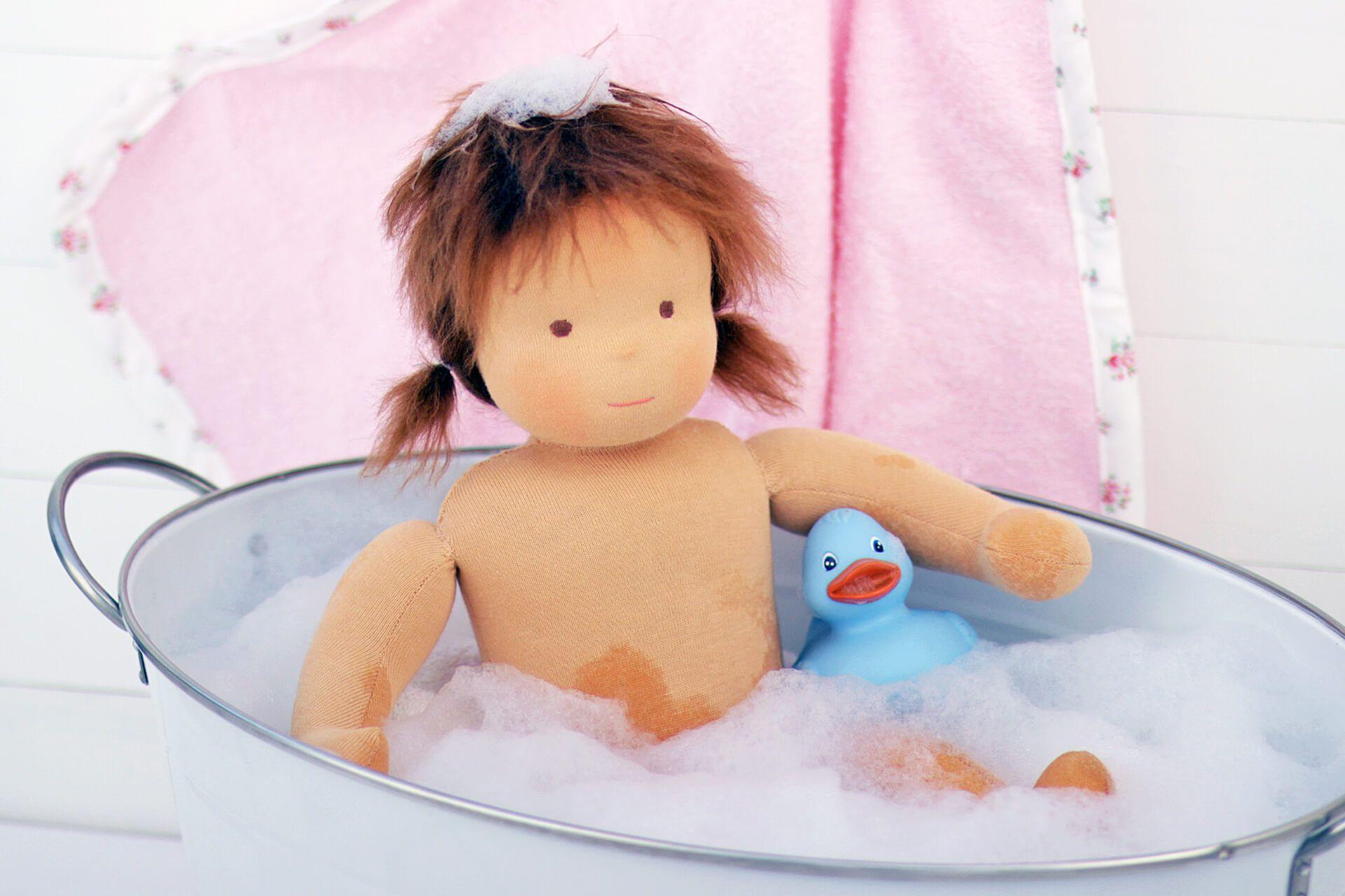 Wie Man Eine Stoffpuppe Wascht Stoffpuppen Waldorfpuppe Puppen