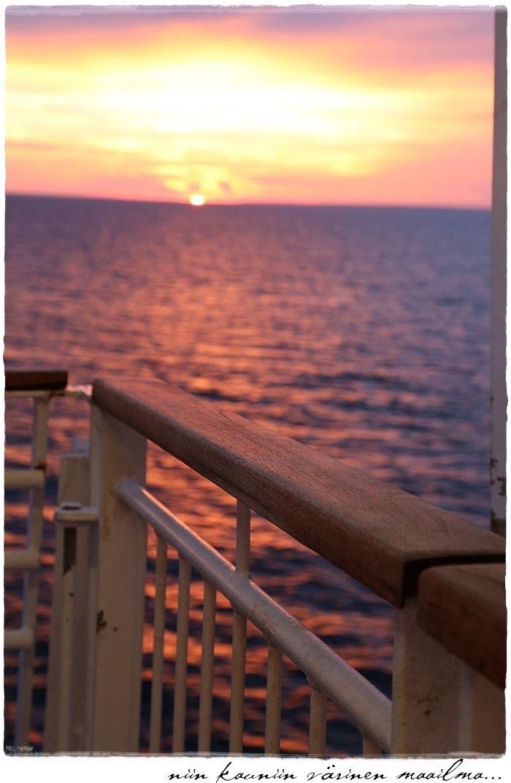 beautiful sunset, baltic sea via divaaniblogit.fi/vaaleanpunainenhirsitalo