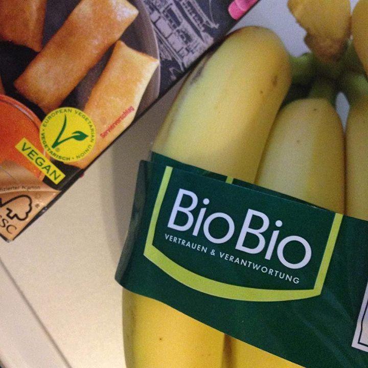 Nos mercados normais da Alemanha podemos encontrar facilmente produtos com selo vegano e orgânico. Além disso você sempre deve levar sua sacola ecológica ou terá que comprar uma nova. O povo local nunca esquece das suas em casa.  by buqueorganico http://ift.tt/1Tq5cIX