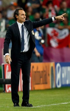 Cesare Prandelli Because No One Looks This Good Coaching Coach Outfits Soccer Coaching Football Manager