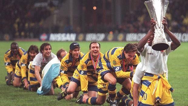PARMA CALCIO SOCCER UEFA CUP Il Parma, neo promosso due anni prima, festeggia la vittoria sul Marsiglia