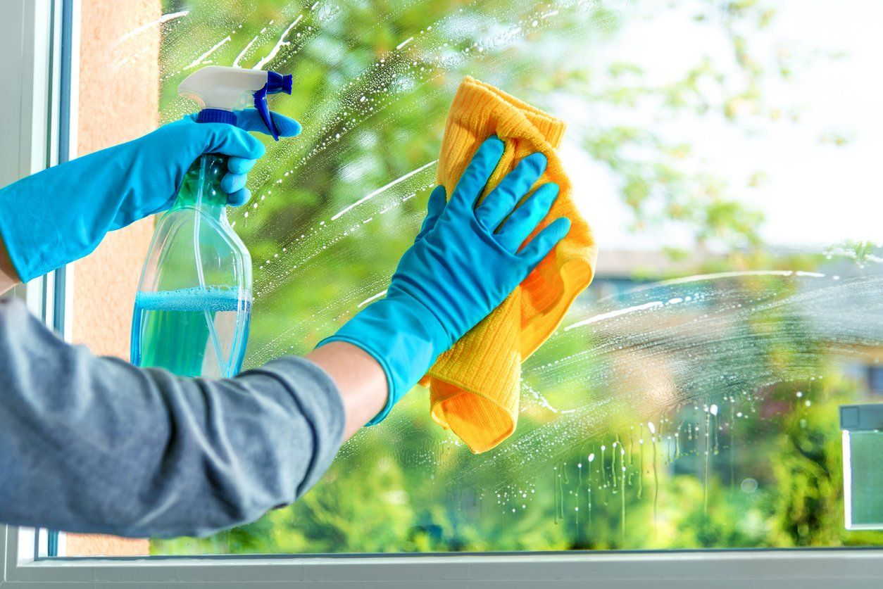 The Best Tips For Cleaning Windows Inside And Out In 2020 Window Cleaner Window Cleaning Solutions Commercial Window Cleaning