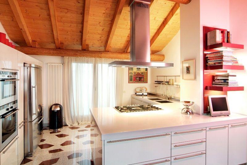 Cucina grigio chiaro lucido piano in Corian elett. Gaggie ai ...