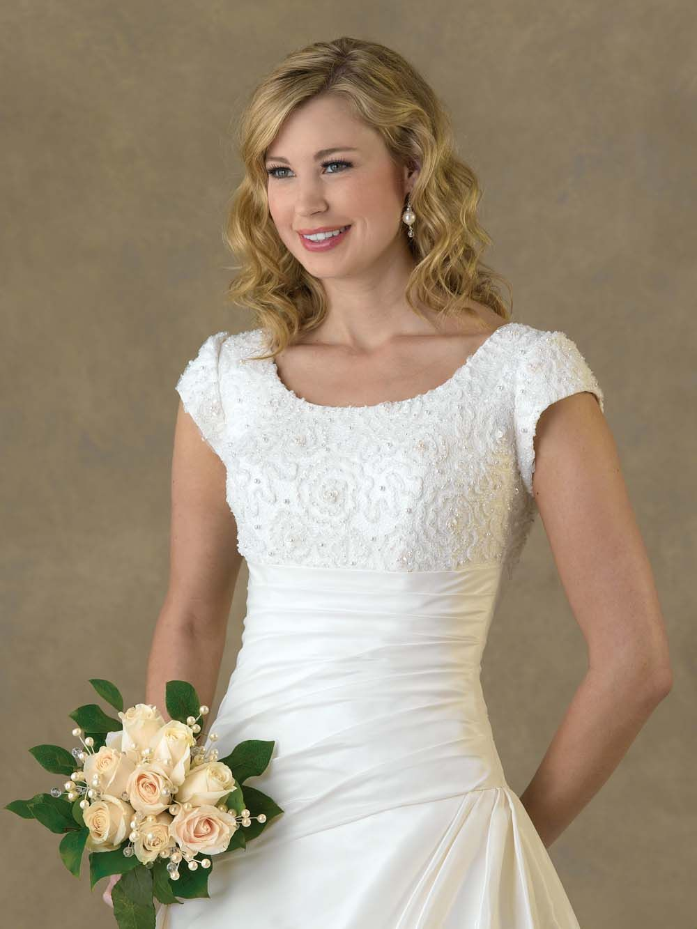 Gentle scoop ruched appliques decorated empire waist wedding dress